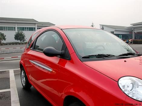 фото китайский автомобиль Chery QQme красного и розового цветов foto photo