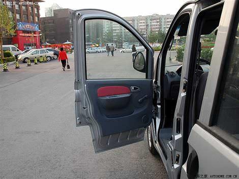 ФОТО компактный китайский минивен Chery Riich 2 (V2), салон Чери Риич 2 - в2 PHOTO