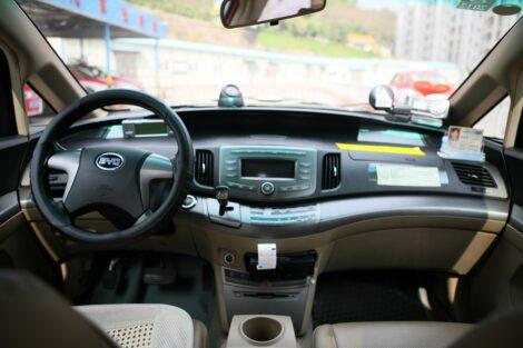 Внутри пассажирского электровоза BYD E6