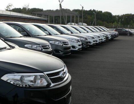 Китайские автомобили в ожидании покупателей