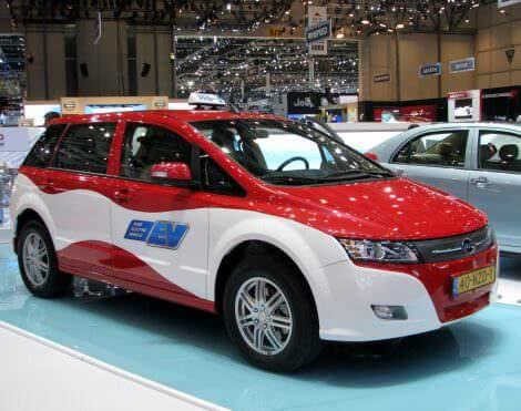 Китайский электромобиль BYD E6 европейские таксисты выбрали вместо Renault Zoe и Nissan Leaf